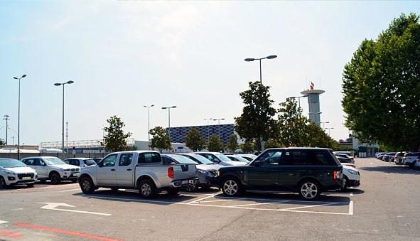 parking officiel a roport de nice c te d 39 azur terminal 1 p4 longue dur e parkvia. Black Bedroom Furniture Sets. Home Design Ideas