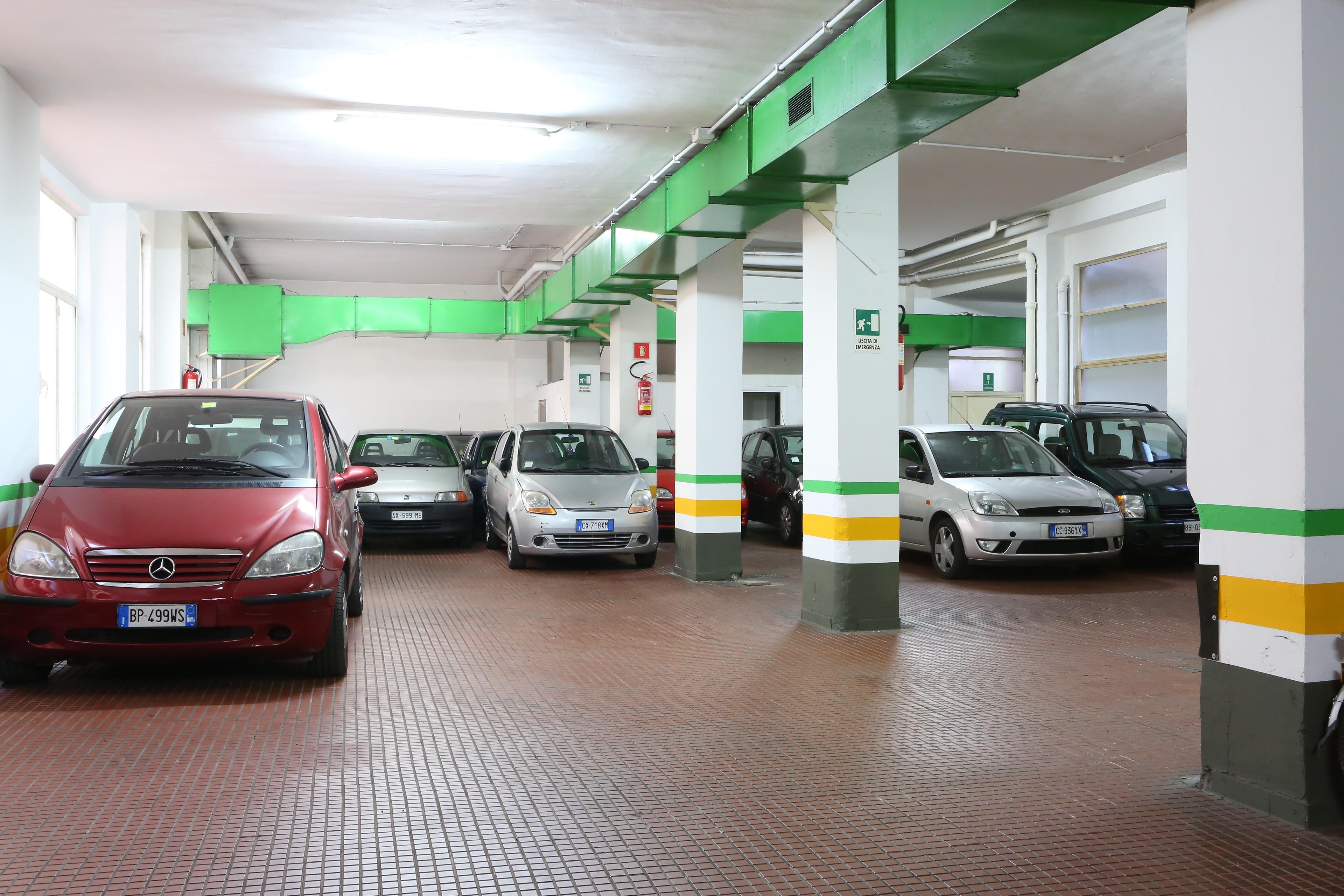 Garage centrale roma valle aurelia parkvia for Entrata del mudroom dal garage